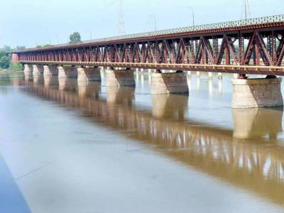 India stops waters of three eastern rivers from flowing inside Pakistan