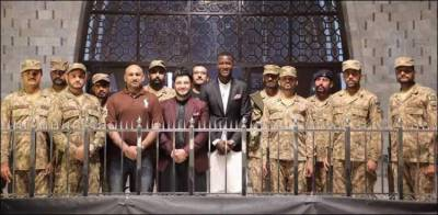 Peshawar Zalmi Skipper Darren Sammy pays his respect at QuaidAzam mausoleum in Karachi