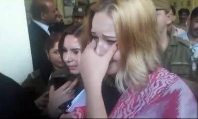 Czech Model bursts out inside the Pakistani Court