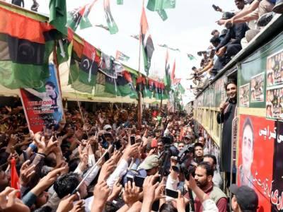 Bilawal's train caravan leaves Nawabshah for Larkana