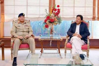 COAS General Bajwa meets PM Imran Khan at Quetta Army Aviation Base
