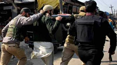 Demos erupt in Kulgam as Indian police attempt to arrest cleric