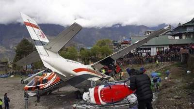 Helicopter - Airplane collision leave several people dead