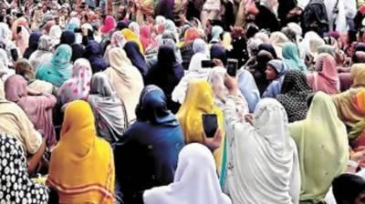 Large number of LHVs stage protest in Peshawar