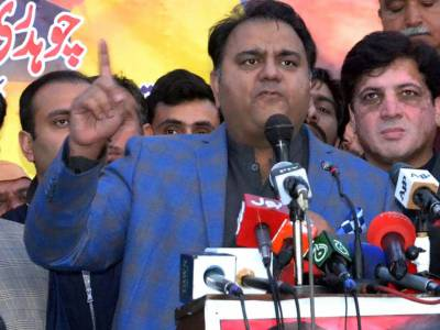 Fawad asks Agha Siraj Durrani not to act like don