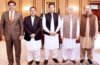 Punjab and KP Chief Ministers are not being changed