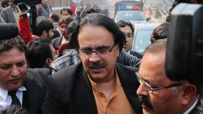 Dr Shahid Masood lands in trouble yet again