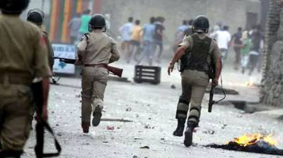 IOK: Indian troops martyr two Kashmiri youth in Bijbehara