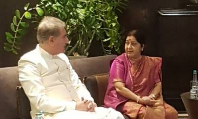 Pakistan India Foreign Ministers held informal dialogue with a sweet gift from Indian EAM Sushma Swaraj
