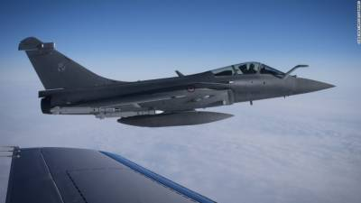 Russian Military Su 35 fighter jets face off against US F 22