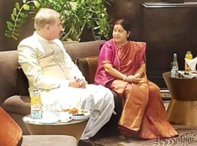 Indian EAM Sushma Swaraj's gift for Pakistani counterpart Shah Mehmood Qureshi