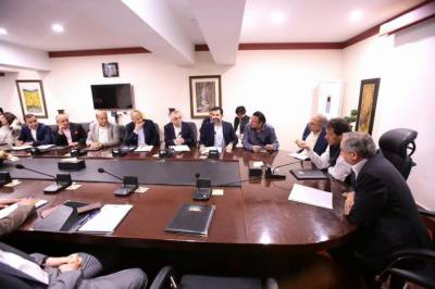 PM Imran Khan held important meeting with business community