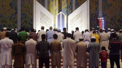 Thousands of Muslims observe Itikaf