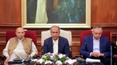 Hafeez Shaikh discusses upcoming budget with business community in Lahore