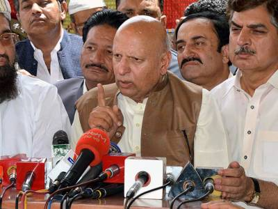 Bureaucracy should play vital role in country's progress: Governor