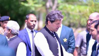 PM Imran Khan advises Pakistan to bat first against India