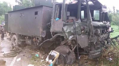 Kashmir- Bomb blast hits Indian Army convoy in Occupied Kashmir, at least five soldiers hit