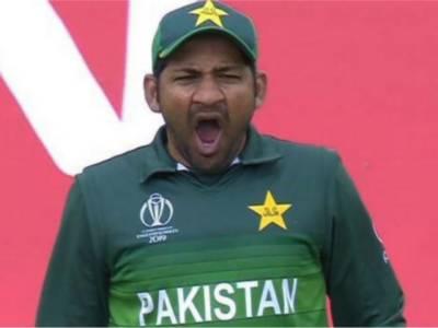 Yawning Pakistani skipper Sarfraz Ahmed deserves a kick
