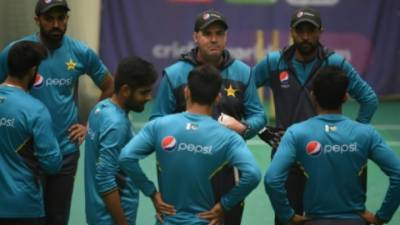 Pakistan head coach Mickey Arthur makes an emotional appeal to cricket team players