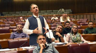 Govt to achieve Rs5.5 trillion revenue target next year: Omar