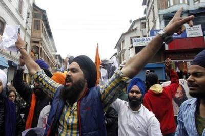 Protest in Srinagar against thrashing of Sikh driver in Delhi
