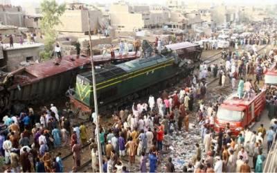 Three killed as Jinnah Express rams into Hyderabad freight train