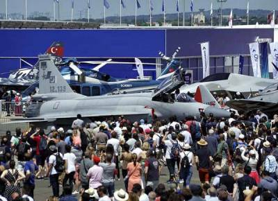 Hordes of aviation enthusiasts turned up to see Pakistan's pride JF 17 fighter jet at Paris Airshow