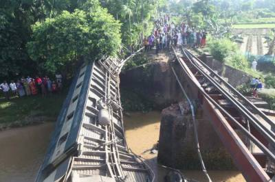 Bangladesh train derailment over canal kills five, injures 100