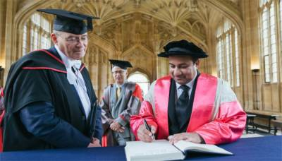 Ustad Rahat Fateh Ali Khan receives honorary degree at Oxford