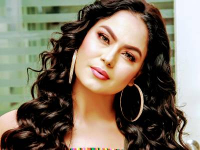 Controversial famed actress Veena Malik lands in hot waters