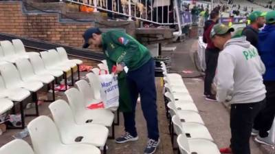 Pakistani fans win hearts with their act at the World Cup match