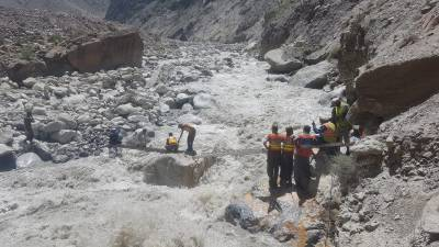 Pakistan Army helicopter rescues stranded visitors in Chitral
