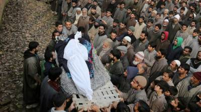 Indian troops martyr Kashmiri youth in Sopore