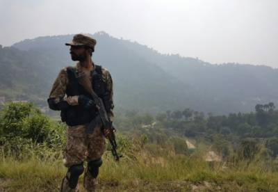 Pakistan Army soldier martyred, 4 civilians seriously injured at LoC by unprovoked heavy fire from Indian military
