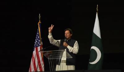PM Imran Khan roars in front of Pakistani community in jam packed Washington Stadium