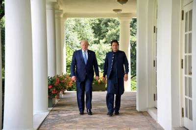 PM Imran Khan takes tour of white House alongside President Donald Trump