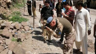 Pakistan shows UN Observer group the evidences of Indian cluster bombs used against civilian population