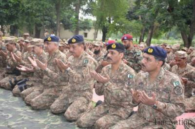 COAS General Bajwa visits troops deployed at LoC on Eid al-Adha