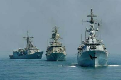 Pakistan Navy confers military awards upon officers and sailors