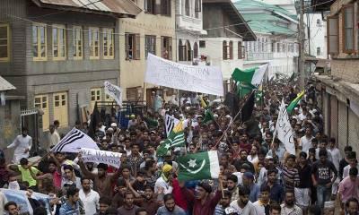 Despite worst curfew, Thousands of Kashmiris stage massive protest against India
