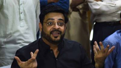 Dr Amir Liaqat Hussain does not seem happy with PTI government