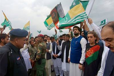 Thousands of Afghan Refugees come out in Pakistan in support of Kashmiris