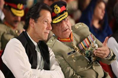 PM Imran Khan along with COAS Bajwa reach LoC, Meet soldiers at borders