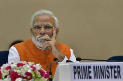 Indian PM Modi schooled by Pakistani Minister over wasting Rs 900 crore for failed moon mission
