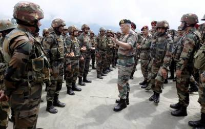 Pakistan and Indian Armies deploy fresh military brigades at the LoC