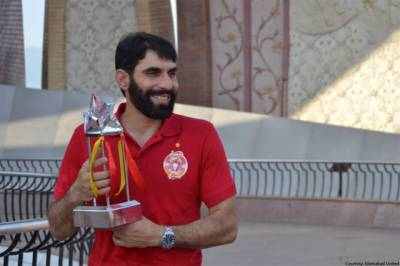 Pakistani head coach Misbah ul Huq lands in his first controversy