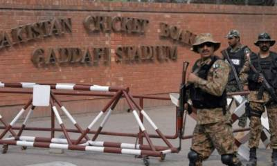 Who is giving terrorist threats to Srilankan cricket team to stop visit to Pakistan?