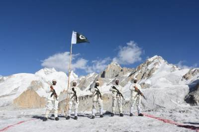Pakistan Indian Militaries face off at Siachen, World's largest Battlefield