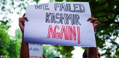 Indian Muslim students protests in New Delhi for Occupied Kahsmir in presence of BJP Leader