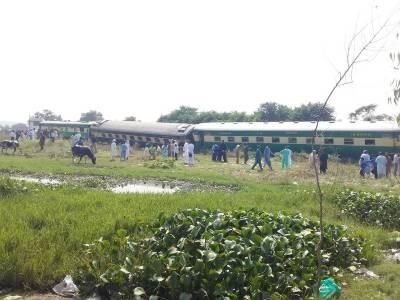 Pakistan Railways train boggies derailed at Taxila